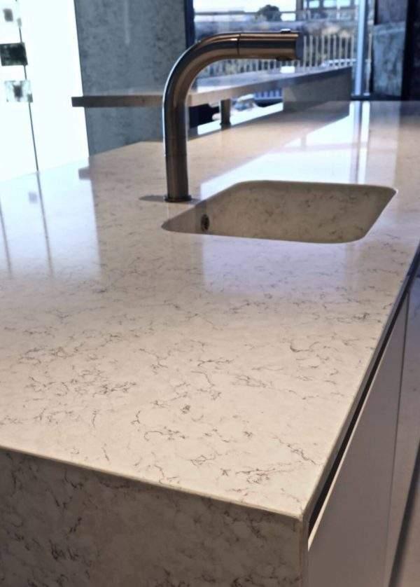 Compozit quartz Noble Carrara