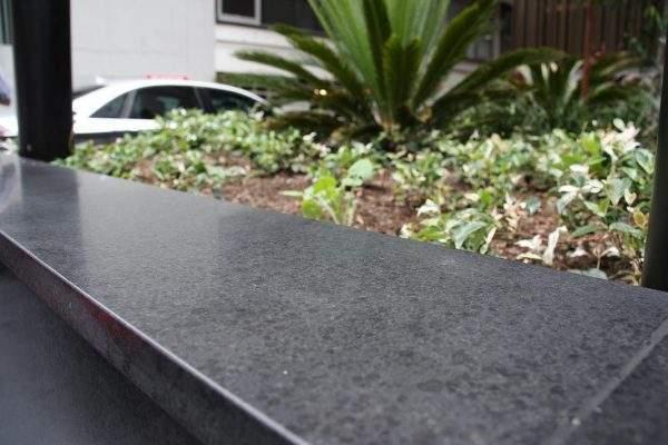Andezit negru mat